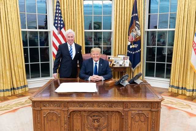 DONALD TRUMP: The Leader of America's Country Party in Hershey, PA - and the Oval Office 1