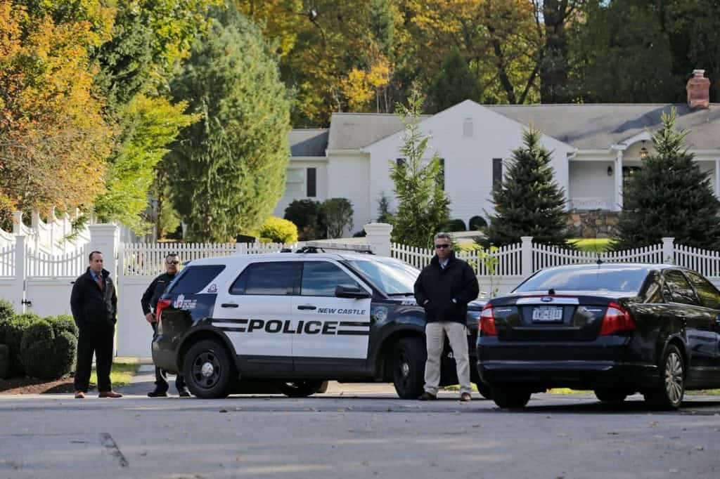Cops outside Bill and Hillary Clinton's home